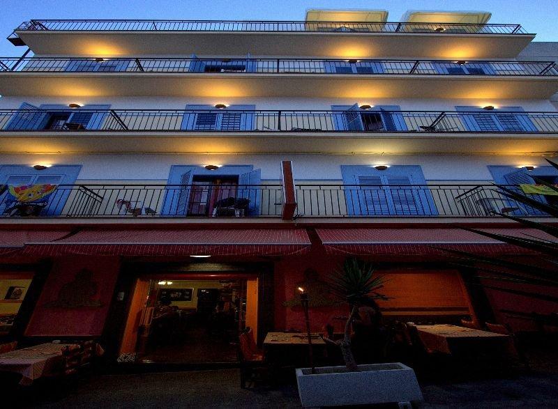 Hostal Ferrer - San Antonio [centro]