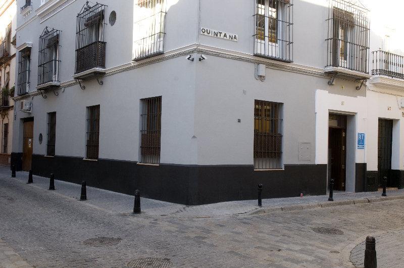 Life Apartments Quintana - Sevilla