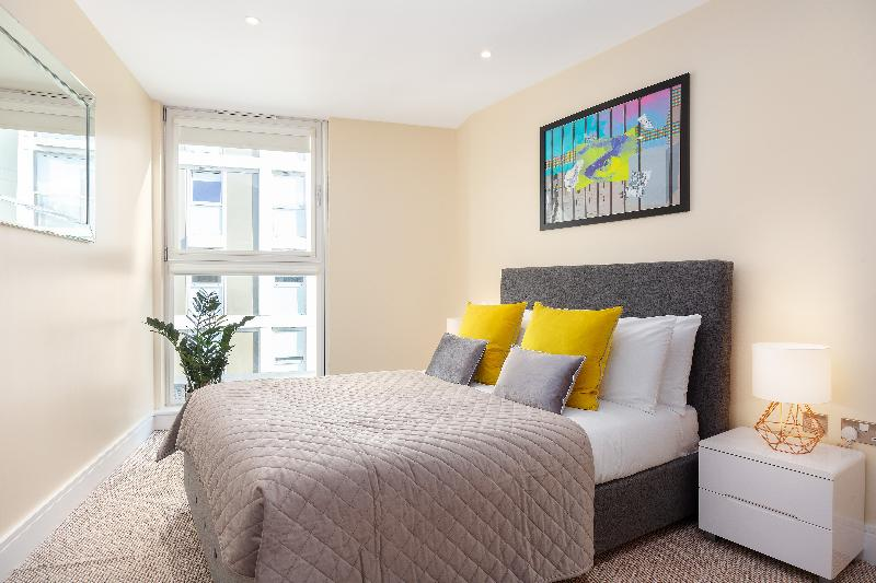 Sublime Lanterns Court One-Bedroom Apartments