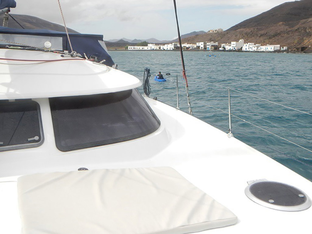 Oby Catamaran - Corralejo  Guide Go