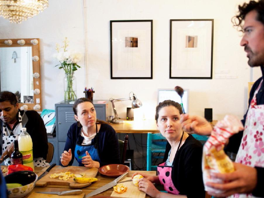 Taller de cocina andaluza tradicional guide go - Taller de cocina sevilla ...
