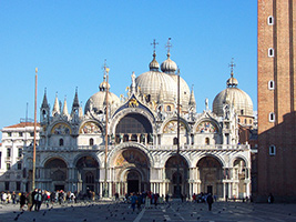 Inside Venice: the golden basilica and the Doge´s palace