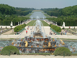 Versailles tour and fountain display - skip the line
