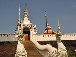 Secular And Religious Architecture Of Lampang From Hotel In Chiang Mai City Only (TTLP03)