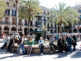 Leisurely walking tour of Barcelona