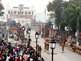 Flag ceremony at the Wagah border